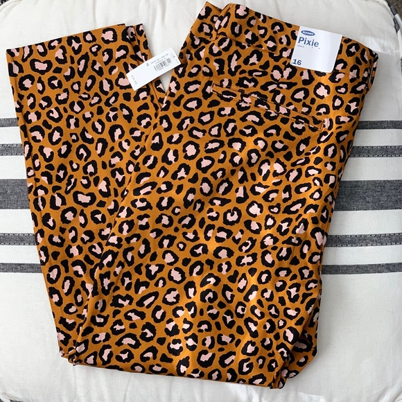 Old Navy Pants - Old Navy Leopard Print Pixie Ankle Pants